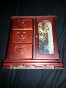 3-Drawer Jewelry Stand with Necklace Carousel - LIKE NEW!