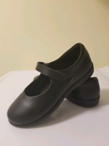 Girls Sz 1.5 Leather Hush Puppies Shoes