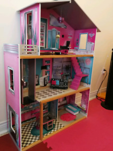 Imaginarium wooden dollhouse