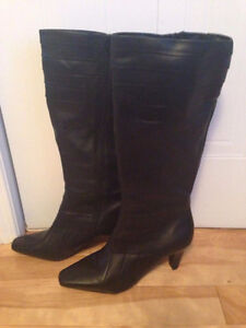 WOMENS BOOTS-DENVER HAYES - SIZE 10 - GOES UP TO THE KNEE - NEW