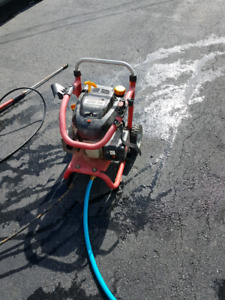 Gas powered pressure washer 2200 PSI