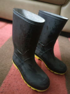 Boys size 1 rubber boots