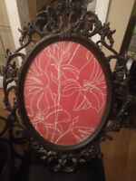 Oval Picture Frame With metal design