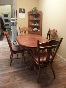 Dining table and chairs in awesome shape