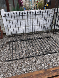 Wrought Iron Railings / Metal Fencing / Garden Fence / Driveway Gates