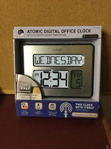 New La Crosse Technology Atomic Digital Wall Clock w/indoor temp