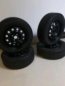 4 pneus d'hiver avec jantes en acier