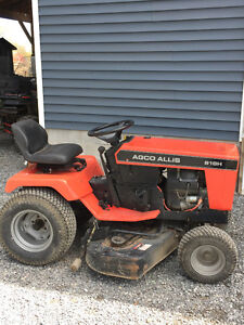"""Agco Lawn Tractor 20hp 48"""" deck"""