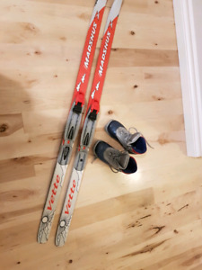 Kid's Cross country skis & boots (size kids 10 US boots)