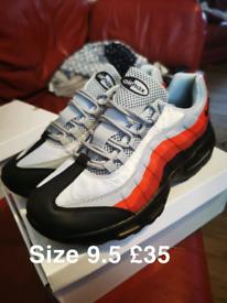 Nike air 95s 9.5
