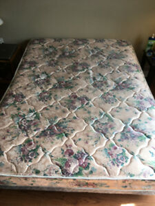 Queen size mattress + boxspring +/- bed frame