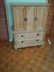 TRES BELLE COMMODE