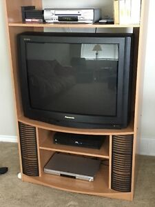 32 inch Panasonic Gao TV with entertainment unit