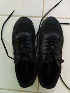 Slip/oil resistant all black work shoes