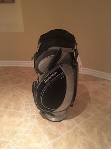 TAYLORMADE GOLF BAG NEVER USED. STILL HAS TAGS