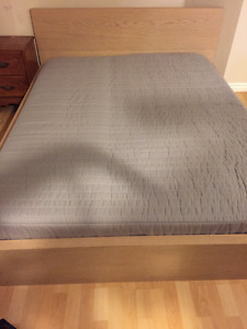 Queen size bed and matching Queen Mattress, great condition!