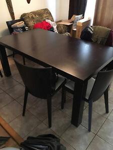 Table de cuisine - rallonge- 6 chaises