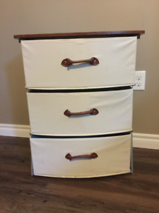 2 Small Dressers for sale - 20$ for both, 10 for 1