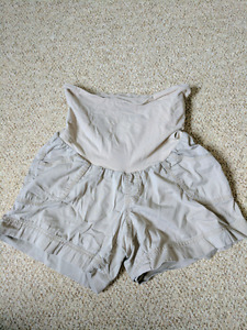 Maternity shorts medium