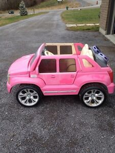 Power Wheels Barbie Cadillac Hybrid Escalade Ride On Belleville Belleville Area image 3