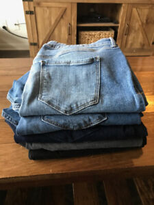 Selling Old Navy Rockstar Jeans Size 14