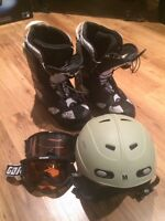Men's snowboard boots and helmet like NEW!