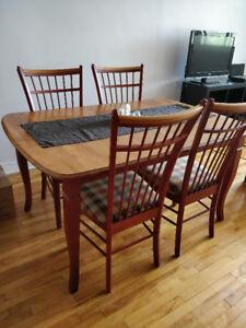 Urgent - table avec 4 chaises et rallonge