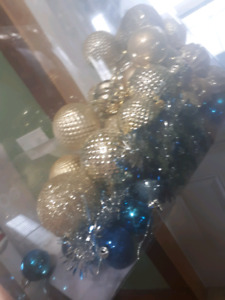 Free blue and gold ornaments