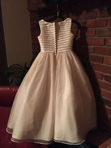 Flower girl / communion dress -- girls size 10 --worn only once Peterborough Peterborough Area image 5