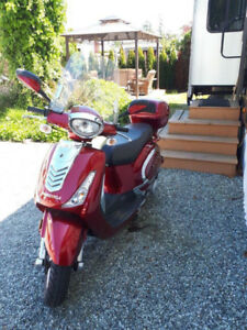 Red Benzhou Scooter 2015 150cc - $2700