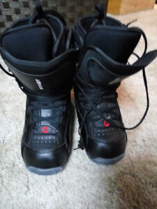 Good used condition Men's Airwalk snowboard boots Size 11