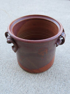 "Hand-made Ceramic Planter, 7 1/4"" round x 6 3/4"" Windsor Region Ontario image 2"