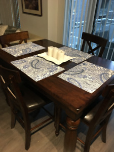Chic Dining Room Table (Seats 6 & Opens to seat 8)