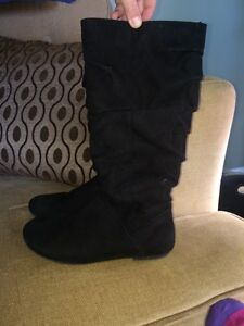 Size 1 girls suede boots