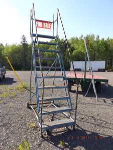 ***COMMERCIAL STEP LADDER ***