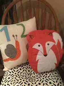 9 EUC Children's Pillows - Perfect for a reading nook $50 FIRM Cambridge Kitchener Area image 2