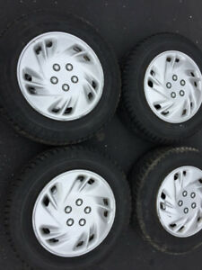 Set of 4 Winter Tires with rims/hub caps . 185/70R14
