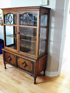 Solid Wood Antique Hutch/China Cabinet
