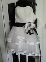 robe de mariée courte 4 ans ( grandeur standard)