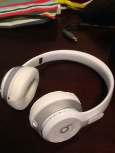 Beats Solo2 Wireless white and amber