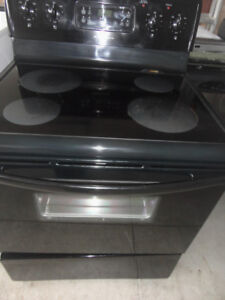 Frigidaire Black Glass Stove in Great Condition
