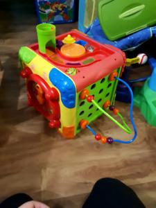 Plusieurs jouets ficher-price little people et autte