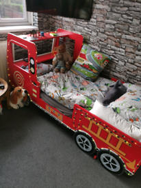 Fire engine single bed with colour changing leds