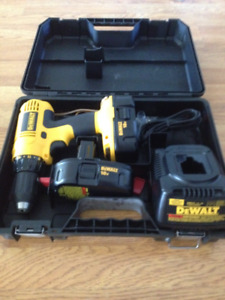 DeWALT 18 V Cordless Driver/Drill with 2 Batteries and Charger