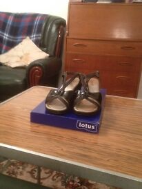 Ladies Black size 5 sandals as good as new