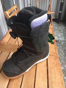 BRAND NEW K2 womens size 8 snowboard boots