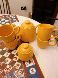 Yellow tea set. Tea pot, sugar bowl and 4 mugs/cups