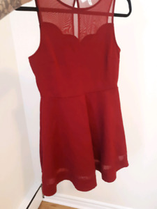 Dresses and other clothing - Size M