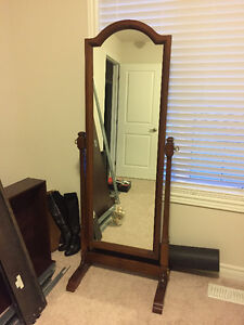 Antique Standing Solid Wood Mirror $100 OBO Oakville / Halton Region Toronto (GTA) image 1