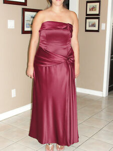 "Dress ""LAURA"" burgundy strapless gown size 12 Cambridge Kitchener Area image 1"